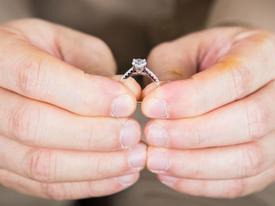 Cuộc tình ngã ngũ khi bố chồng tỏ tình với con dâu tương lai