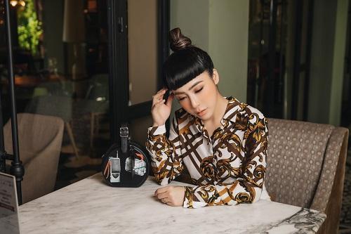 Mai Diệu Linh khoe nét thanh lịch với đồ hiệu Versace-1