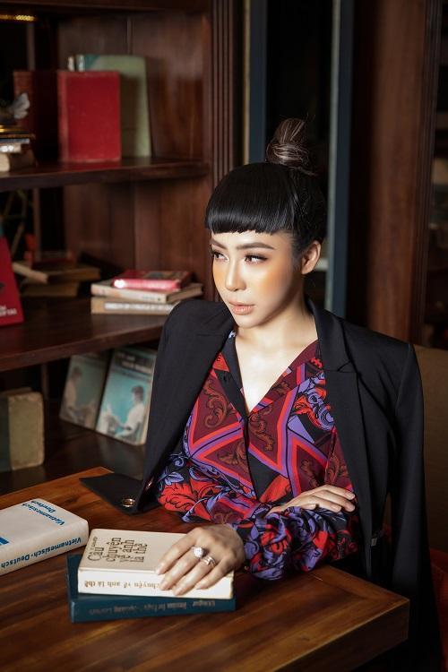 Mai Diệu Linh khoe nét thanh lịch với đồ hiệu Versace-2