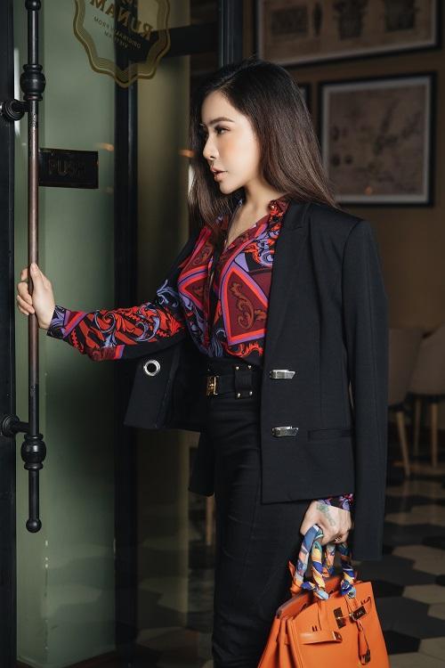 Mai Diệu Linh khoe nét thanh lịch với đồ hiệu Versace-4