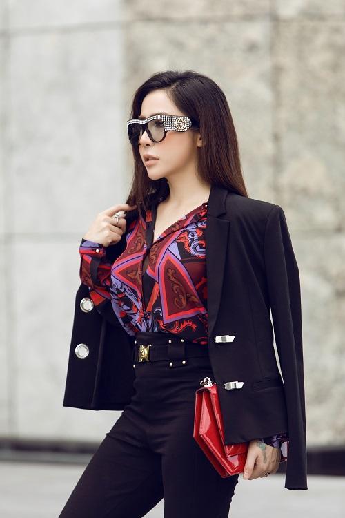 Mai Diệu Linh khoe nét thanh lịch với đồ hiệu Versace-5