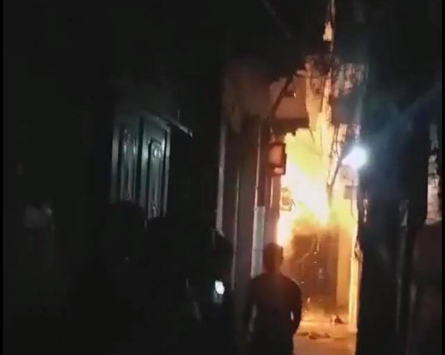 Hà Nội: Con rể đốt nhà bố vợ trong đêm khiến cháu bé 6 tuổi bỏng nặng-1