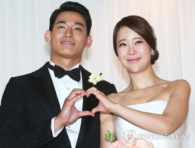 Mợ chảnh Jeon Ji Hyun dù đẹp rạng ngời vẫn mất điểm vì đôi chân gân guốc-4