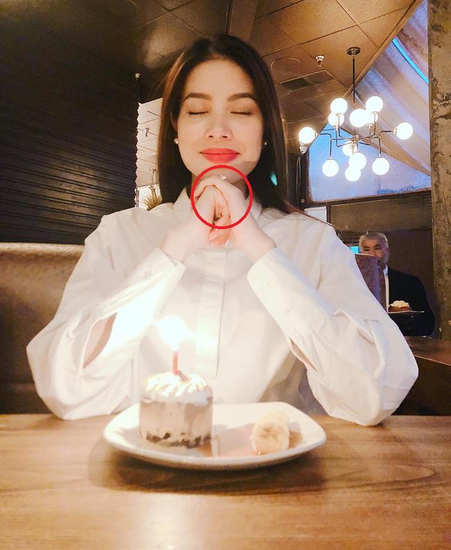Kiên quyết bác bỏ chuyện bầu bí, Hoa hậu Phạm Hương để lộ nhẫn kim cương lạ trên ngón áp út-3