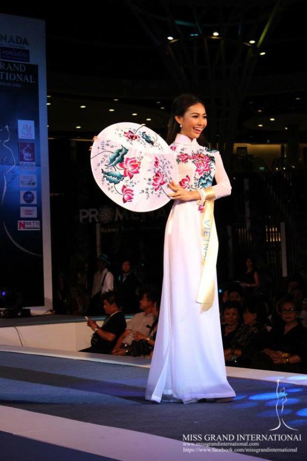 Mỹ nhân Việt trình diễn quốc phục tại Miss Grand International: Chưa ai đủ xuất sắc để vượt mặt người đẹp thi chui-2
