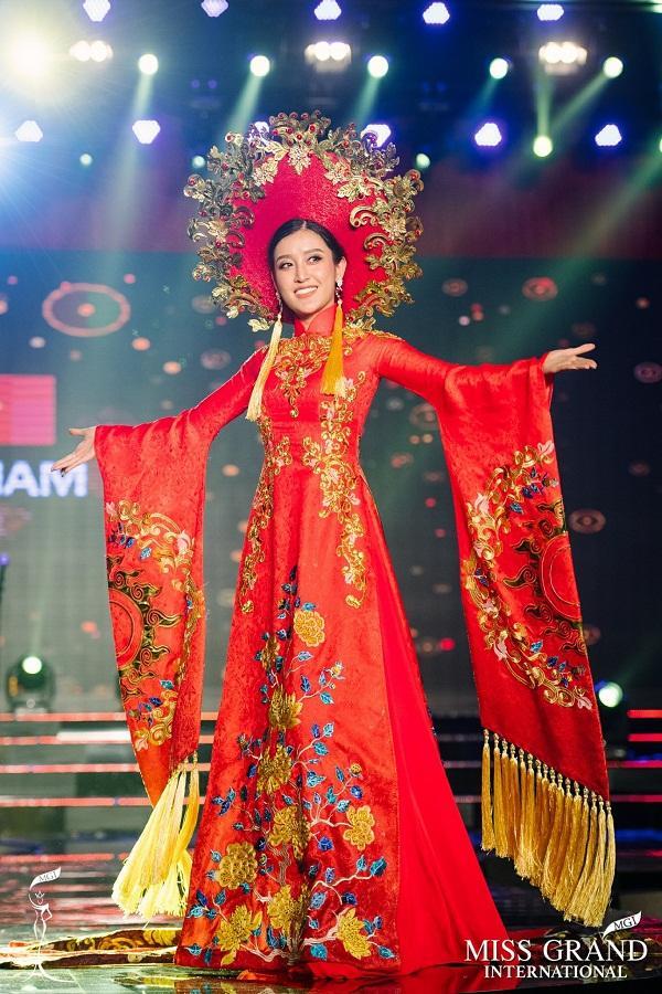 Mỹ nhân Việt trình diễn quốc phục tại Miss Grand International: Chưa ai đủ xuất sắc để vượt mặt người đẹp thi chui-10