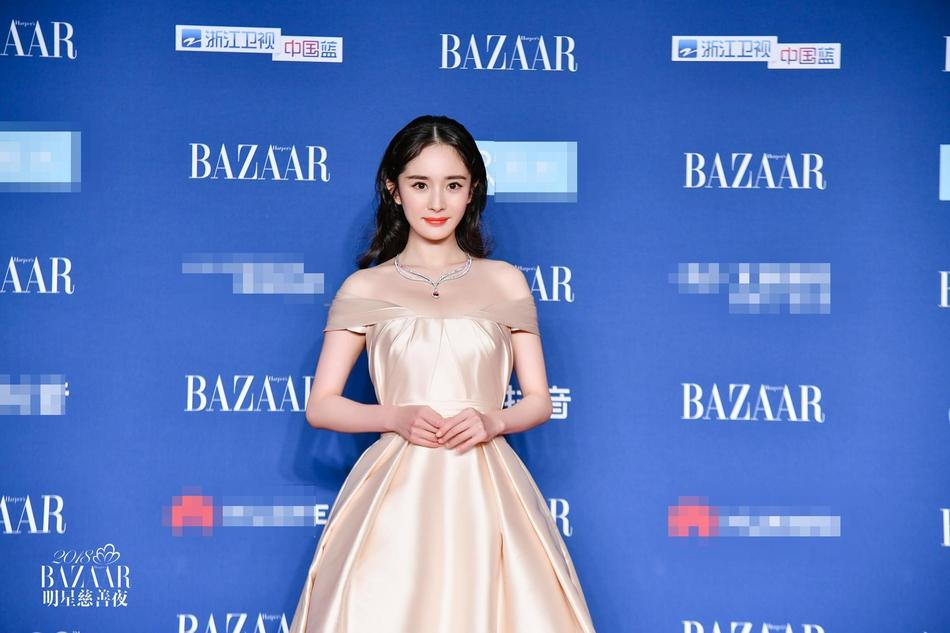 Thảm đỏ Bazaar: Dương Mịch chặt đẹp hội chị em, Hoàng hậu Đổng Khiết không kém phần quý phái-1