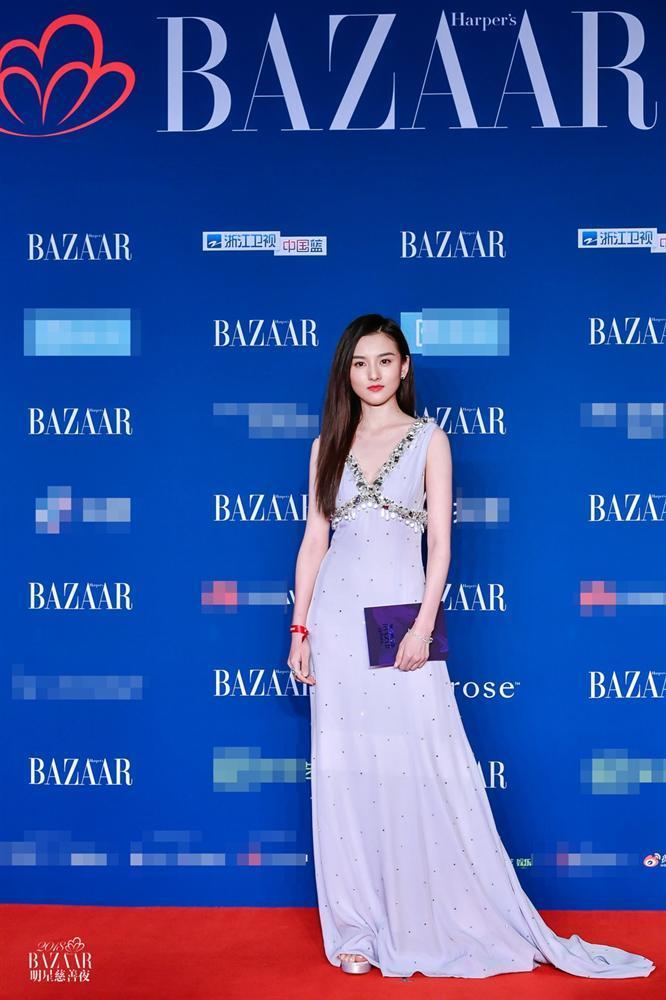 Thảm đỏ Bazaar: Dương Mịch chặt đẹp hội chị em, Hoàng hậu Đổng Khiết không kém phần quý phái-11