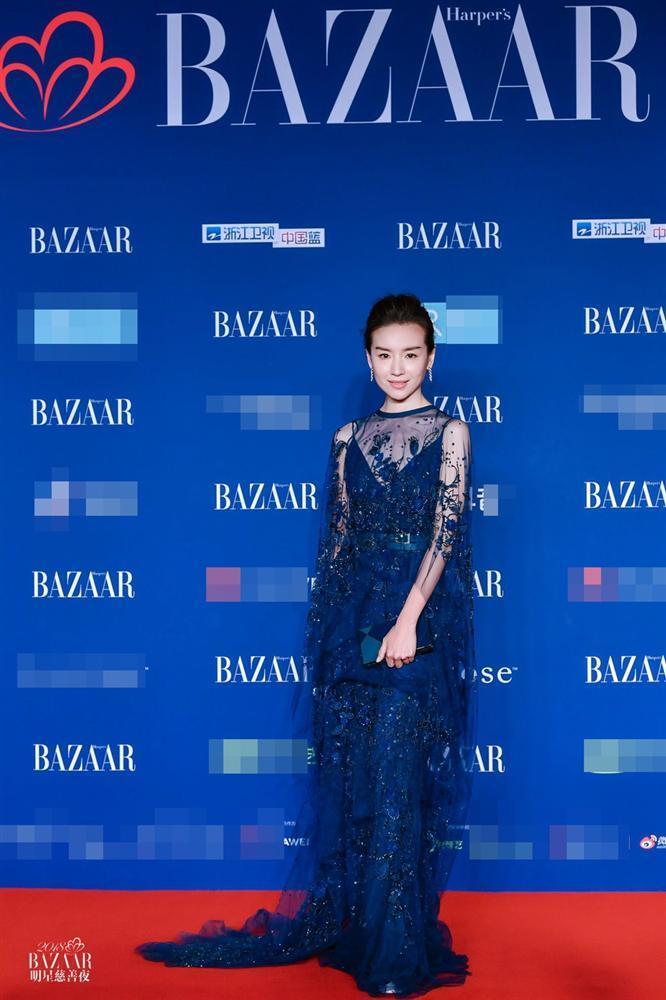 Thảm đỏ Bazaar: Dương Mịch chặt đẹp hội chị em, Hoàng hậu Đổng Khiết không kém phần quý phái-3