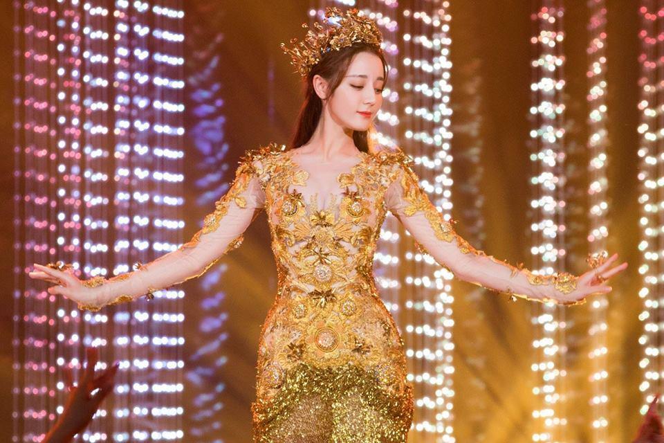 Địch Lệ Nhiệt Ba đẹp xuất sắc, chiếm top tìm kiếm khi hoá thân thành Nữ thần Kim Ưng-8