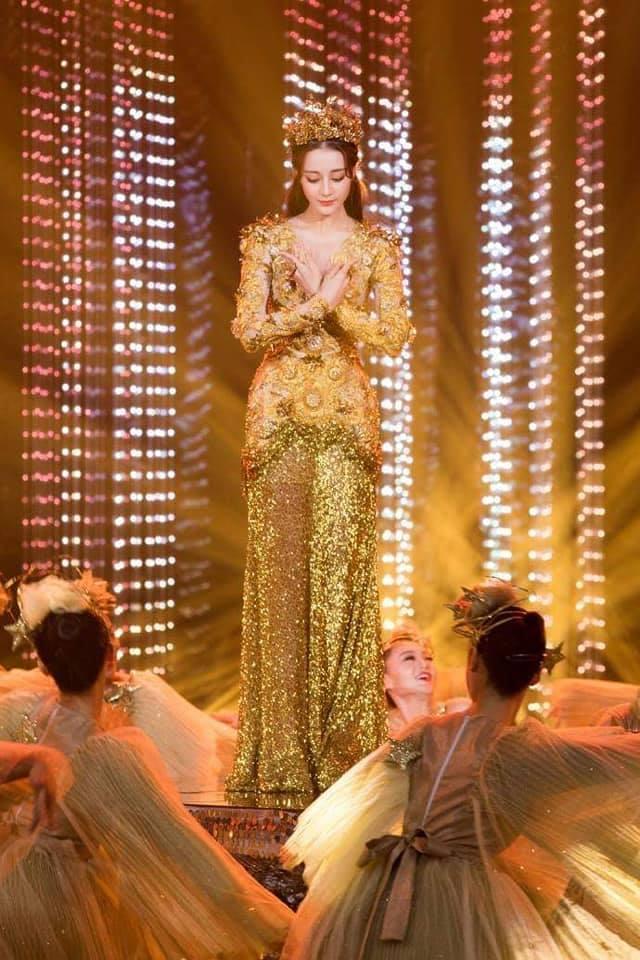 Địch Lệ Nhiệt Ba đẹp xuất sắc, chiếm top tìm kiếm khi hoá thân thành Nữ thần Kim Ưng-9