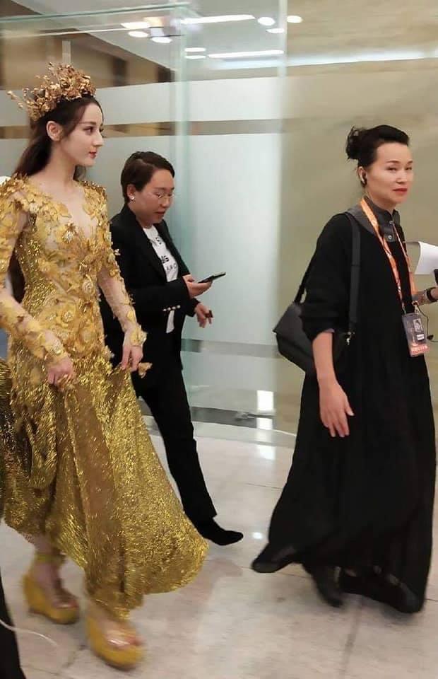 Địch Lệ Nhiệt Ba đẹp xuất sắc, chiếm top tìm kiếm khi hoá thân thành Nữ thần Kim Ưng-13