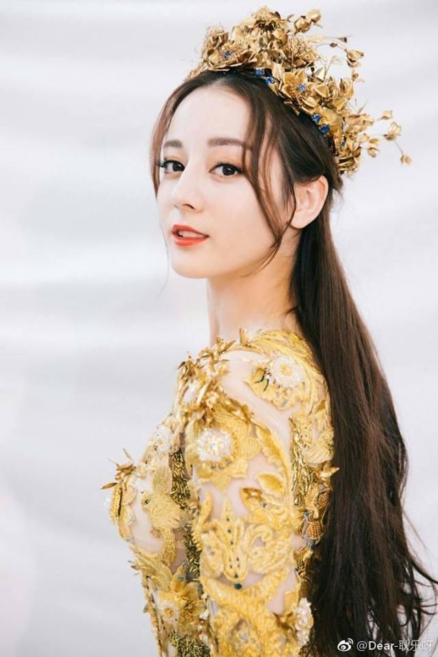 Địch Lệ Nhiệt Ba đẹp xuất sắc, chiếm top tìm kiếm khi hoá thân thành Nữ thần Kim Ưng-2