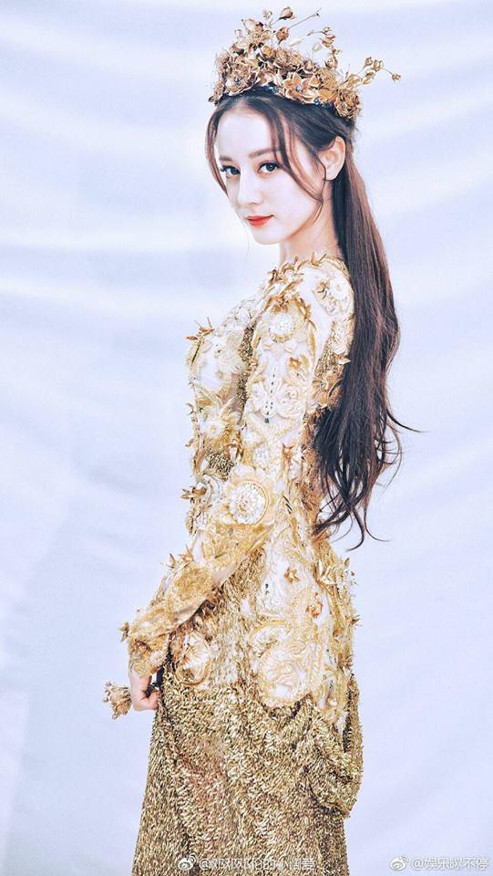 Địch Lệ Nhiệt Ba đẹp xuất sắc, chiếm top tìm kiếm khi hoá thân thành Nữ thần Kim Ưng-4