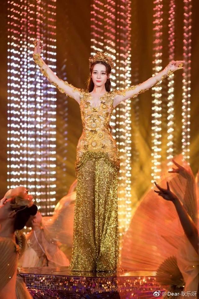 Địch Lệ Nhiệt Ba đẹp xuất sắc, chiếm top tìm kiếm khi hoá thân thành Nữ thần Kim Ưng-6
