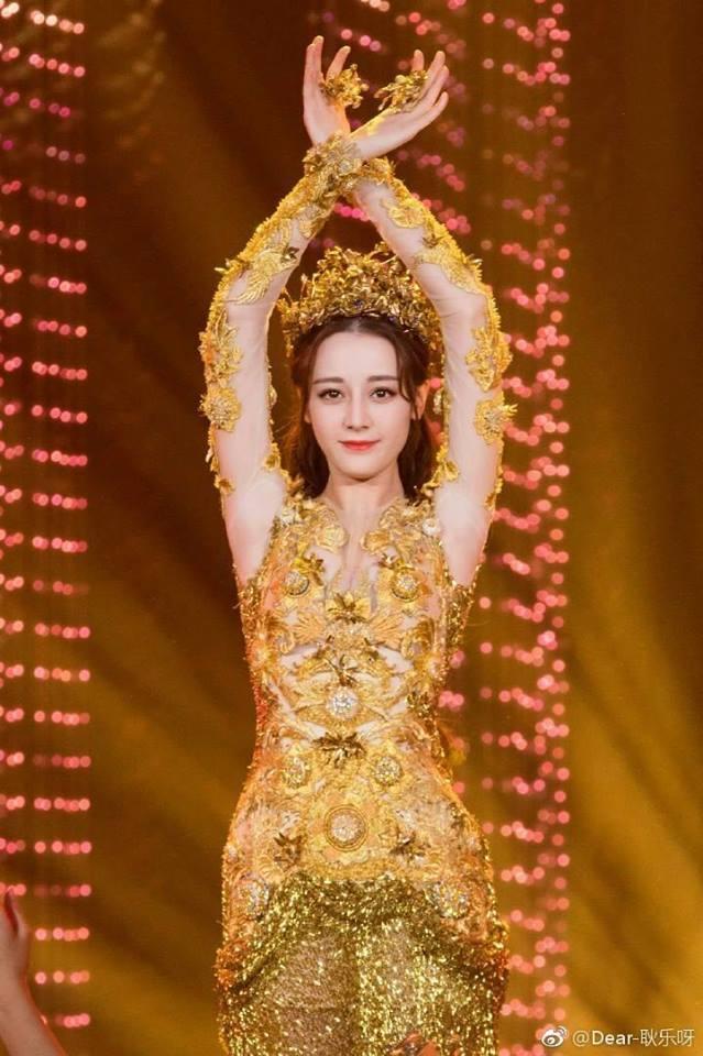 Địch Lệ Nhiệt Ba đẹp xuất sắc, chiếm top tìm kiếm khi hoá thân thành Nữ thần Kim Ưng-7