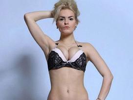 Kinh hoàng người mẫu khỏa thân 17 tuổi bị chị gái sát hại, cắt tai