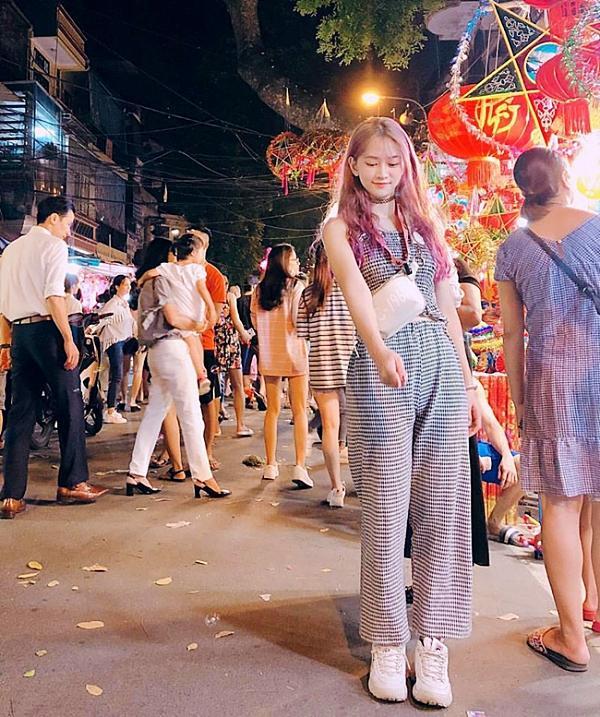 Cô gái đi xem lễ hội ca nhạc bất ngờ nổi tiếng vì quá xinh và gợi cảm-2