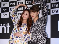 Ngoài 40 tuổi, Hoa hậu Hàn Quốc mang thai với ông xã kém 18 tuổi
