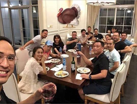 Ảnh hiếm hoi của vợ chồng Tăng Thanh Hà cùng bạn bè đón Lễ Tạ ơn thân mật trong căn biệt thự triệu đô-2