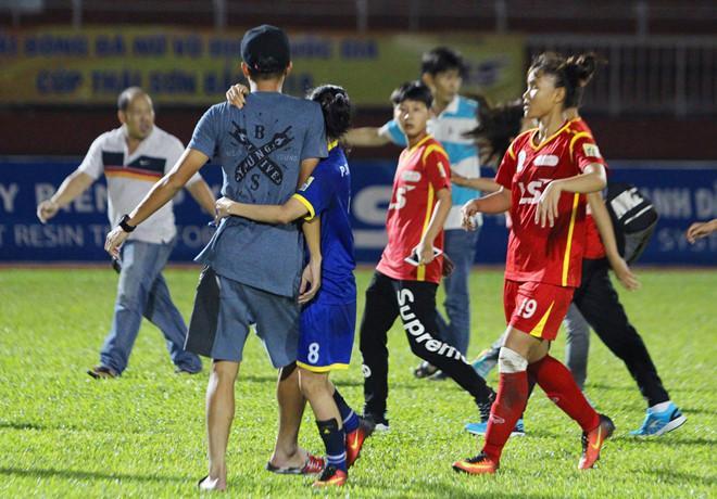 Vụ nữ cầu thủ đánh nhau: Cựu tuyển thủ U23 bảo vệ người yêu-1
