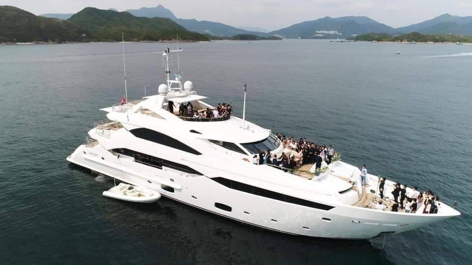 Lễ cưới trên du thuyền của tài tử TVB và người đẹp kém 13 tuổi-1