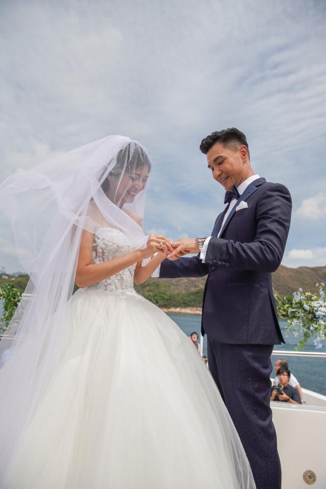 Lễ cưới trên du thuyền của tài tử TVB và người đẹp kém 13 tuổi-4