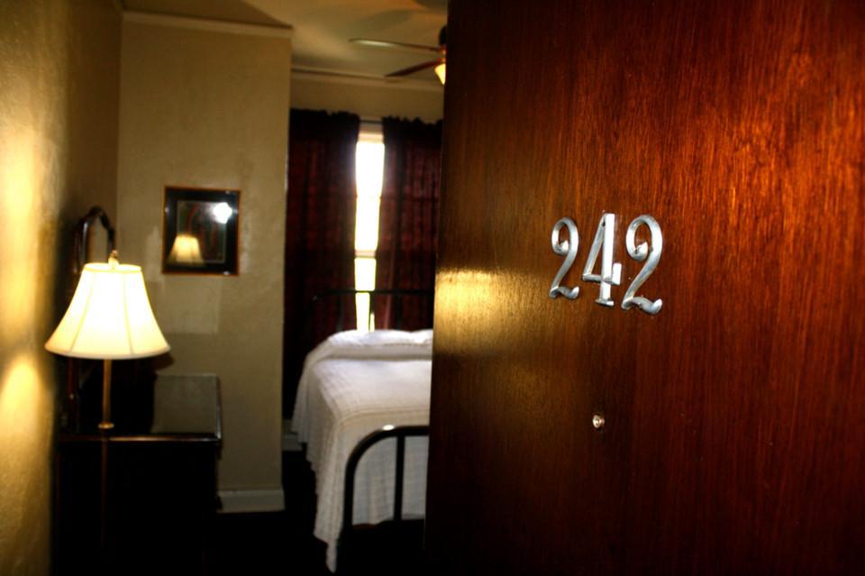 6 quán bar ở Mỹ nổi tiếng hút khách vì những hồn ma vất vưởng-12