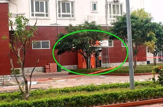 Sơ tán 1.000 người dân, gỡ 10 thỏi nghi chất nổ ở cây ATM sát chung cư-1