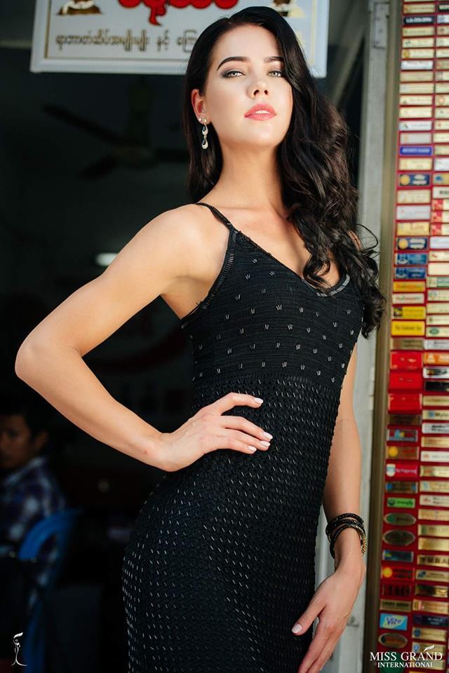 Xứng danh cường quốc bình chọn, khán giả Việt giúp ảnh chân dung Bùi Phương Nga thắng ngoạn mục tại Miss Grand 2018-7