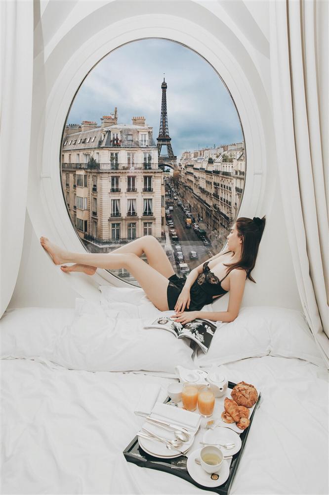 Bỏ cả đống tiền thuê khách sạn sang chảnh ở Pháp mà Ngọc Trinh vẫn bị nghi sống ảo mà photoshop như thật-1