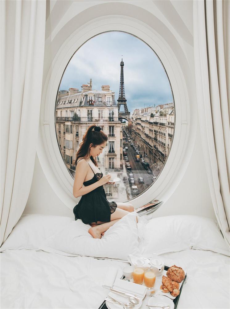 Bỏ cả đống tiền thuê khách sạn sang chảnh ở Pháp mà Ngọc Trinh vẫn bị nghi sống ảo mà photoshop như thật-2