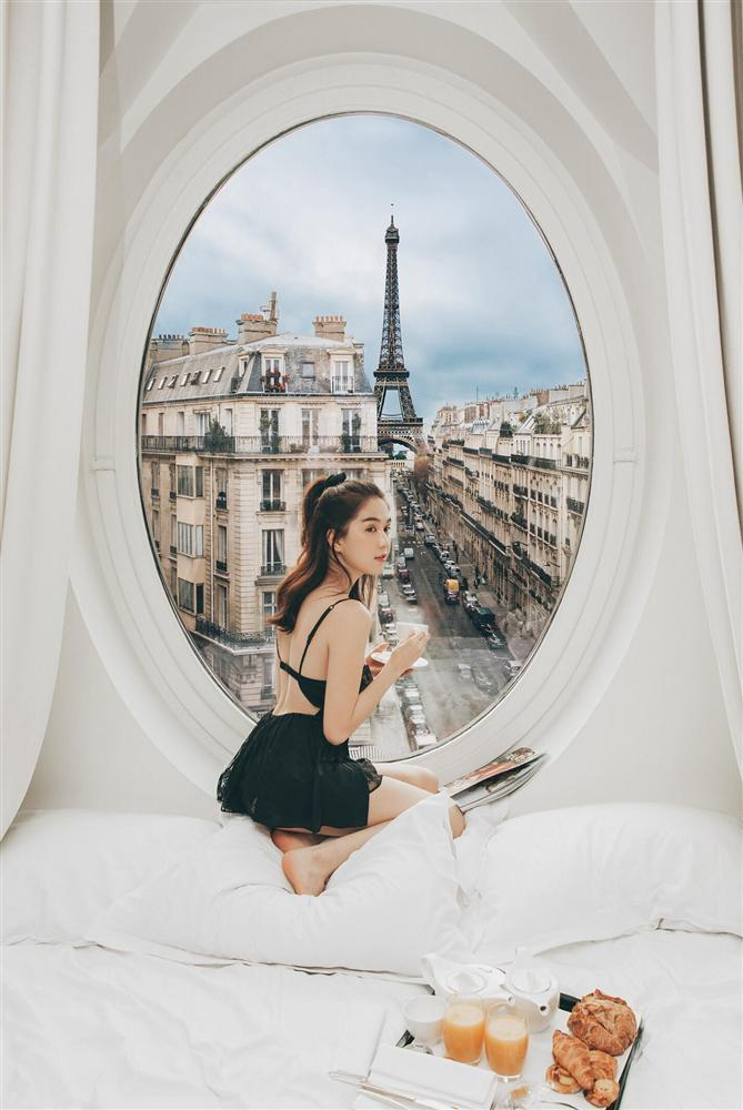 Bỏ cả đống tiền thuê khách sạn sang chảnh ở Pháp mà Ngọc Trinh vẫn bị nghi sống ảo mà photoshop như thật-3