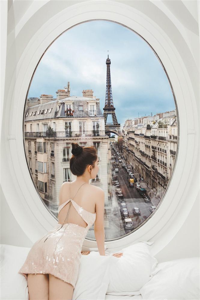 Bỏ cả đống tiền thuê khách sạn sang chảnh ở Pháp mà Ngọc Trinh vẫn bị nghi sống ảo mà photoshop như thật-10