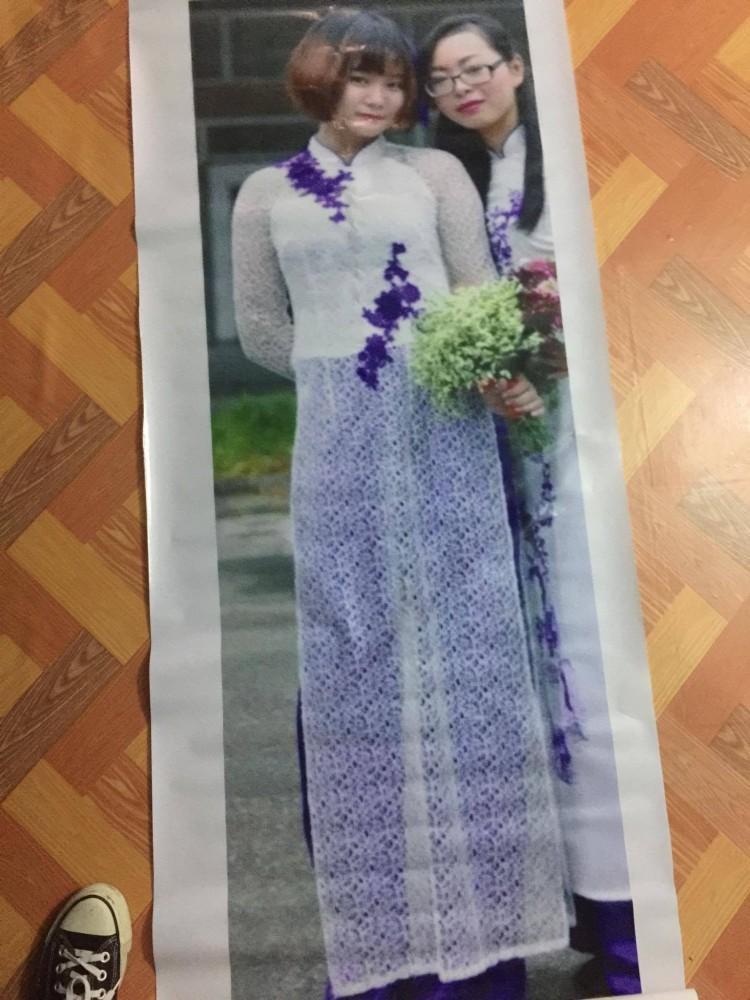 Hội bạn thân lầy lội quyết tâm in ảnh người vắng mặt để đem đến đám cưới chụp ảnh với cô dâu khiến cư dân mạng thích thú-4