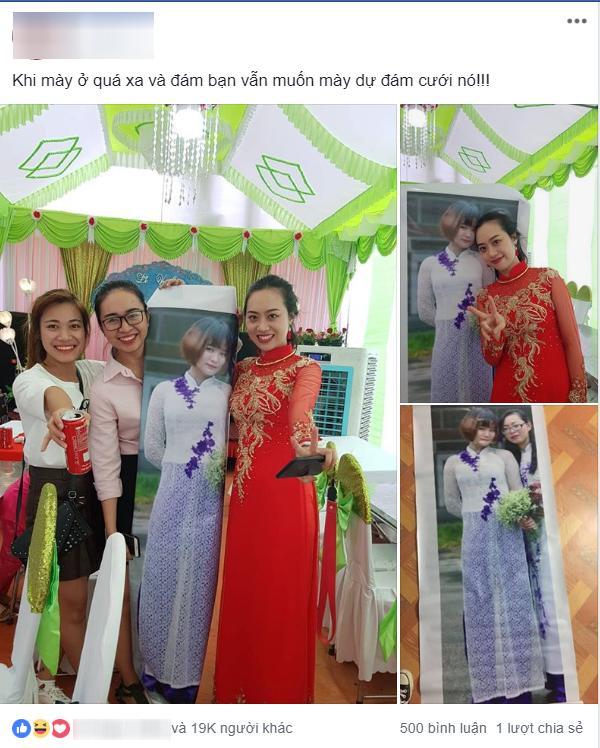 Hội bạn thân lầy lội quyết tâm in ảnh người vắng mặt để đem đến đám cưới chụp ảnh với cô dâu khiến cư dân mạng thích thú-1