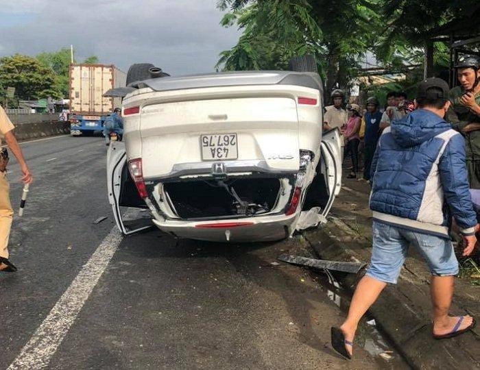 Phó giám đốc Sở TN&MT Đà Nẵng đâm xe lật ngửa, vợ tử vong-1