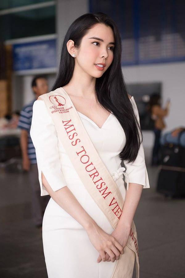 Người tình Isaac Liên Bỉnh Phát ra sân bay tiễn Huỳnh Vy thi Miss Tourism Queen Worldwide 2018-2
