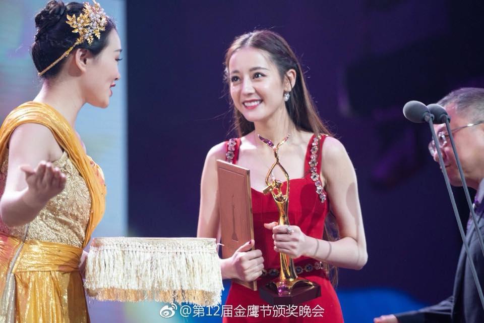 Địch Lệ Nhiệt Ba lên ngôi Thị hậu Kim Ưng, cư dân mạng mỉa mai: Cô ta không thấy xấu hổ sao?-5
