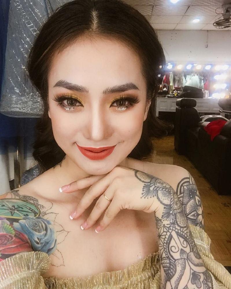 Cô dâu xăm trổ kín người xinh như mộng gây tranh cãi cộng đồng mạng-3