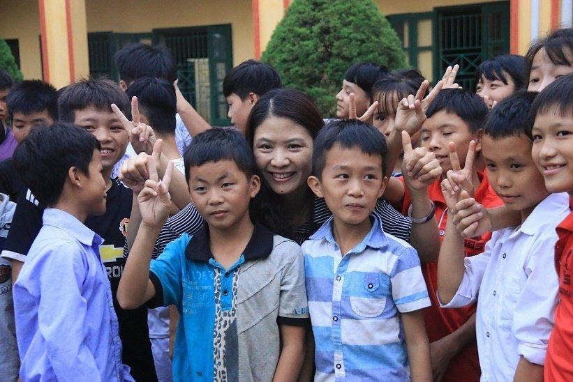 Những cô giáo quen với việc học sinh cắn, phi chổi vào người-8