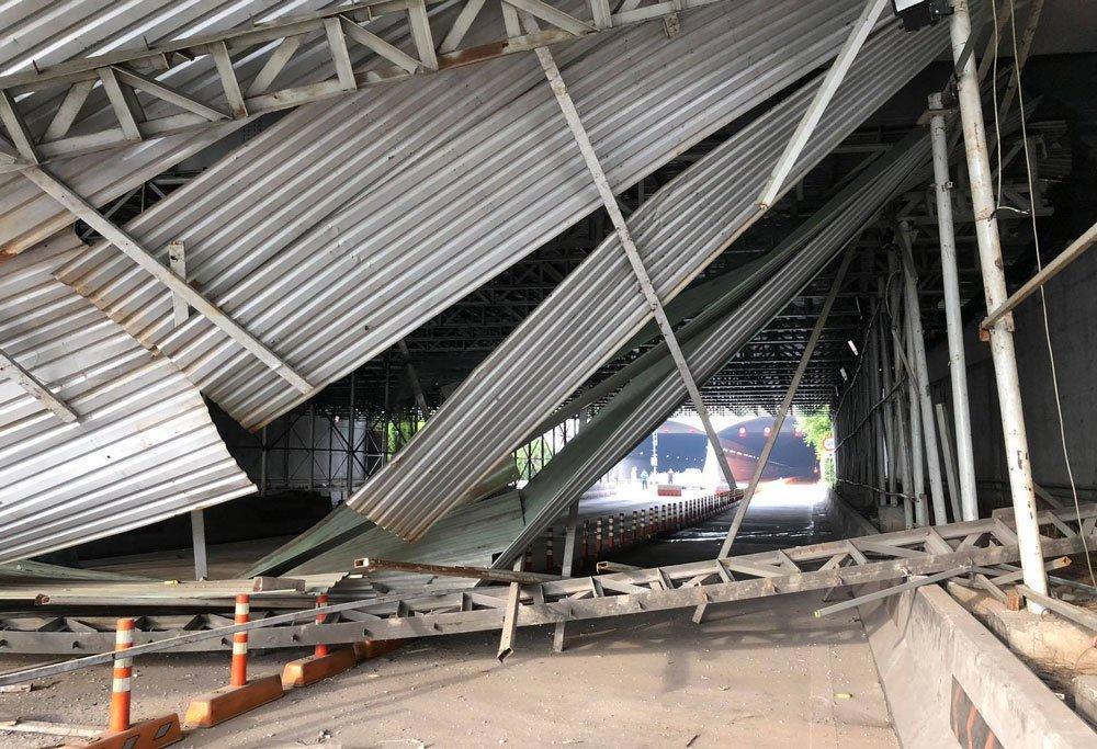 Khoảnh khắc xe tải kéo sập giàn giáo ở đầu hầm Thủ Thiêm-1