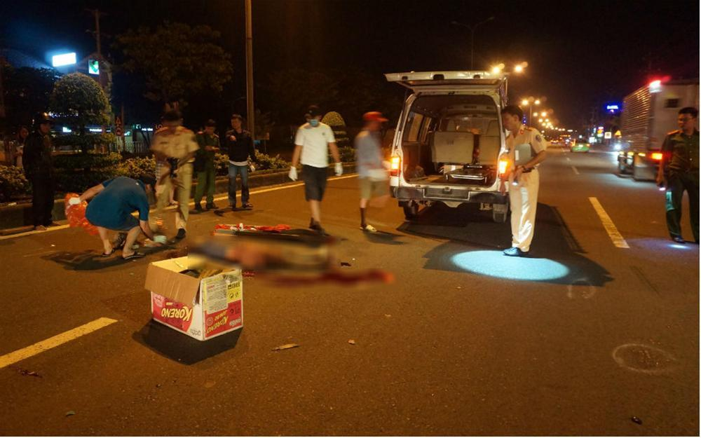Nam thanh niên nằm chết giữa quốc lộ, cổ gần đứt lìa-1