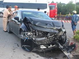 Đà Nẵng: Xế hộp tông xe cấp cứu quay nhiều vòng, nữ y tá văng xuống đường