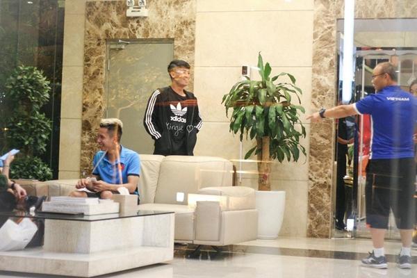 Hết Bùi Tiến Dũng lại Đình Trọng bị HLV Park Hang Seo phạt cả chì lẫn chài chỉ vì ăn mặc xuề xòa ra ngoài-4