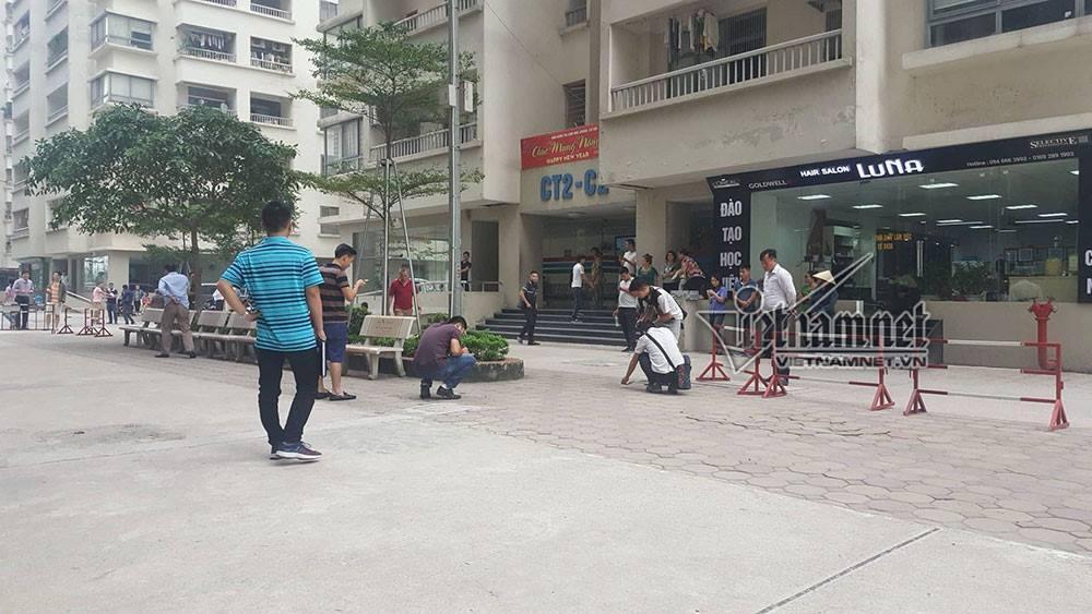 Rút súng bắn vợ giữa chung cư ở Hà Nội: Khám nhà nghi phạm-2