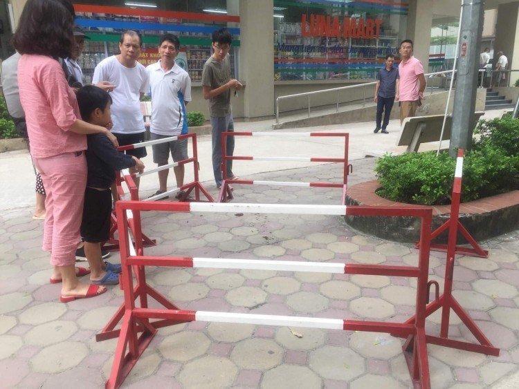 Rút súng bắn vợ giữa chung cư ở Hà Nội: Khám nhà nghi phạm-3