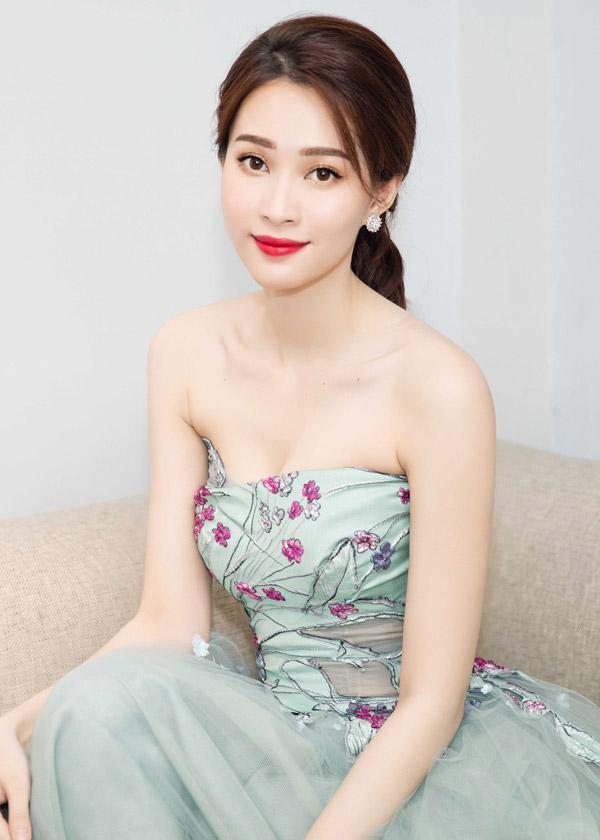 Hoa hậu Việt Nam làm nghề gì?-5
