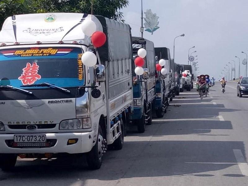 Bất ngờ với màn rước dâu bằng xe tải của chú rể ở Thái Bình-4