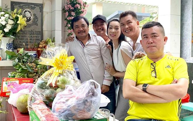 Kim Chi, Phước Sang và nhiều nghệ sĩ tới viếng mộ Lê Công Tuấn Anh-2
